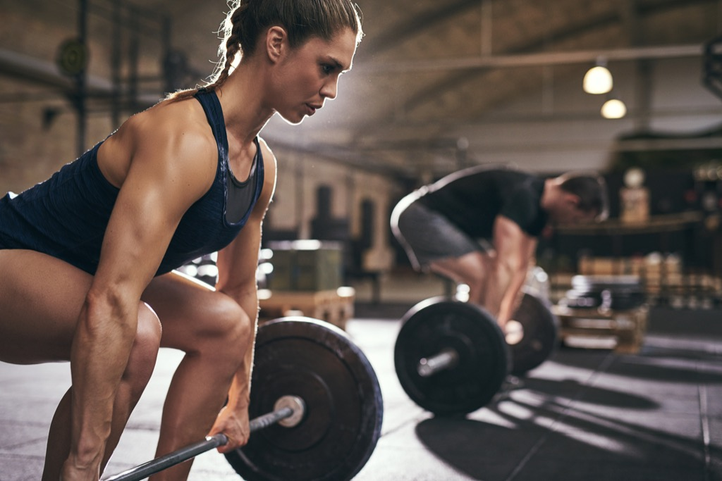 man woman deadlift build muscle