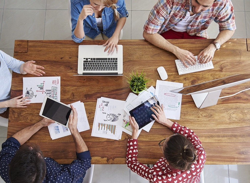 employees-at-table Smartest Men Get Ahead