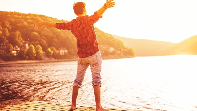 happy man standing on the shore, smart person habits