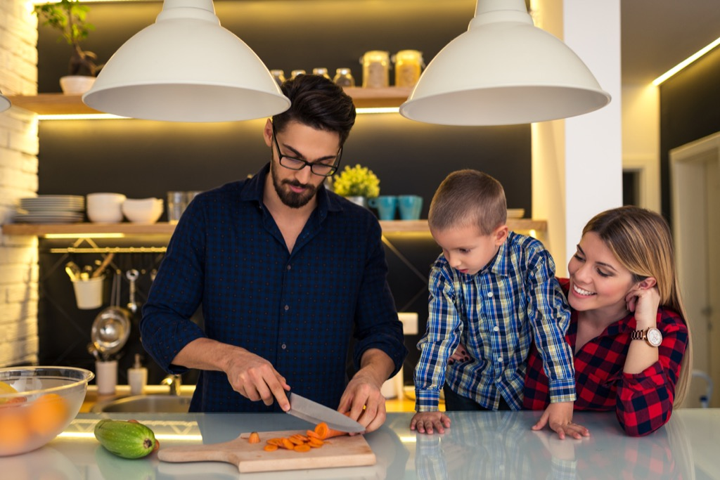 Family dinner habits linked to a longer life