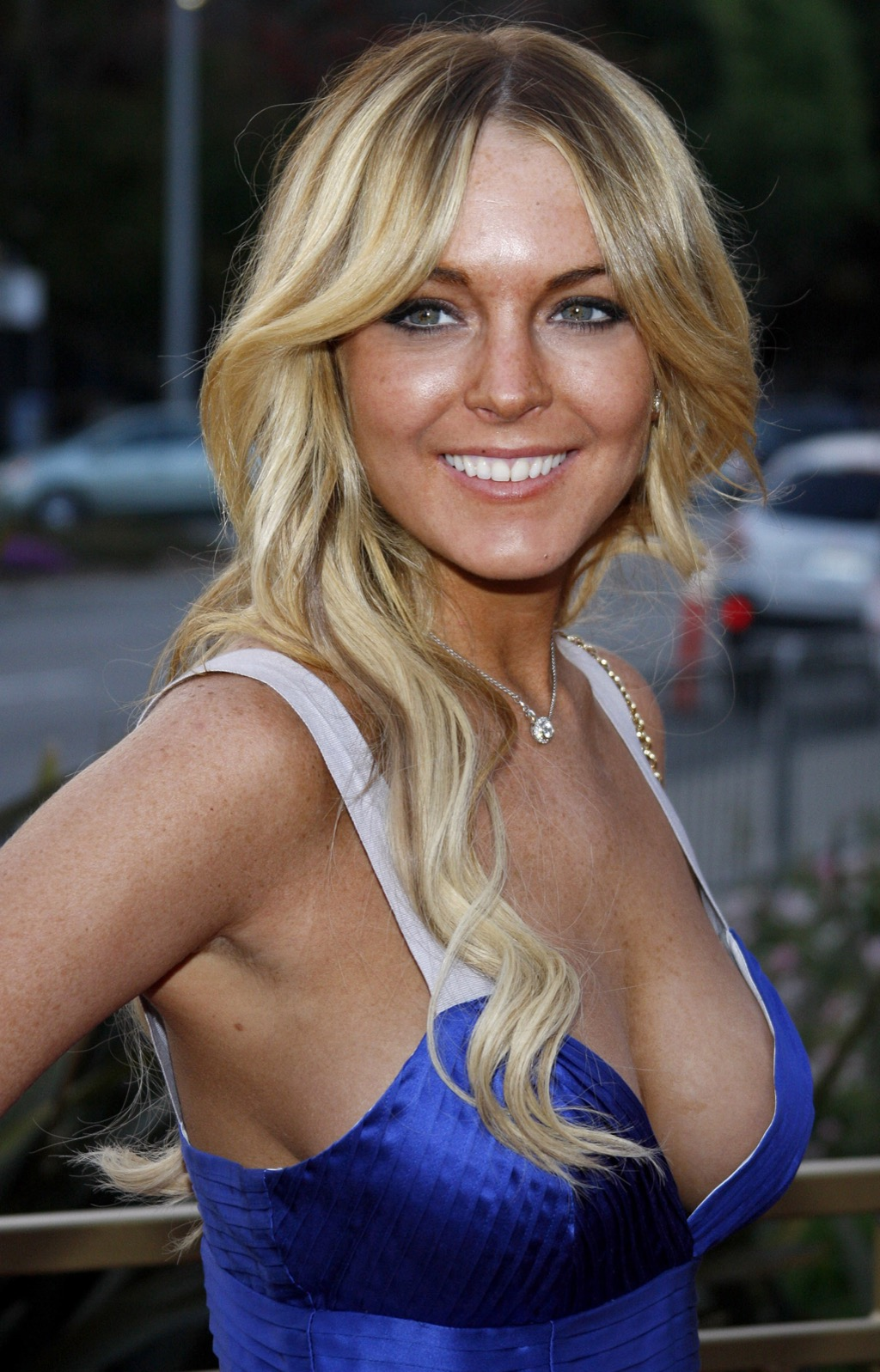 celebrities hooking up with normal people lindsay lohan