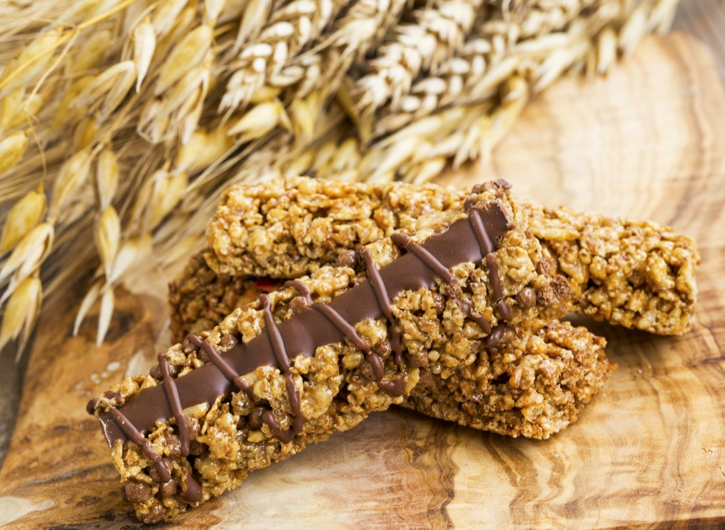 Granola bar that is one of the best high-protein snacks.