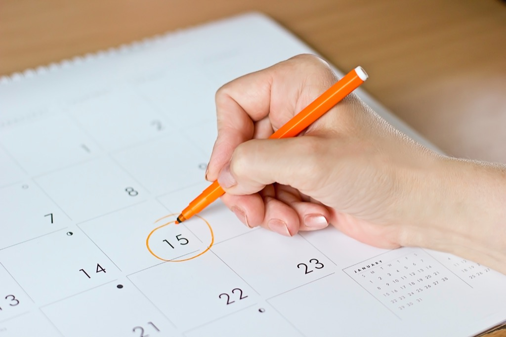 woman circling date on a calendar, bad parenting advice