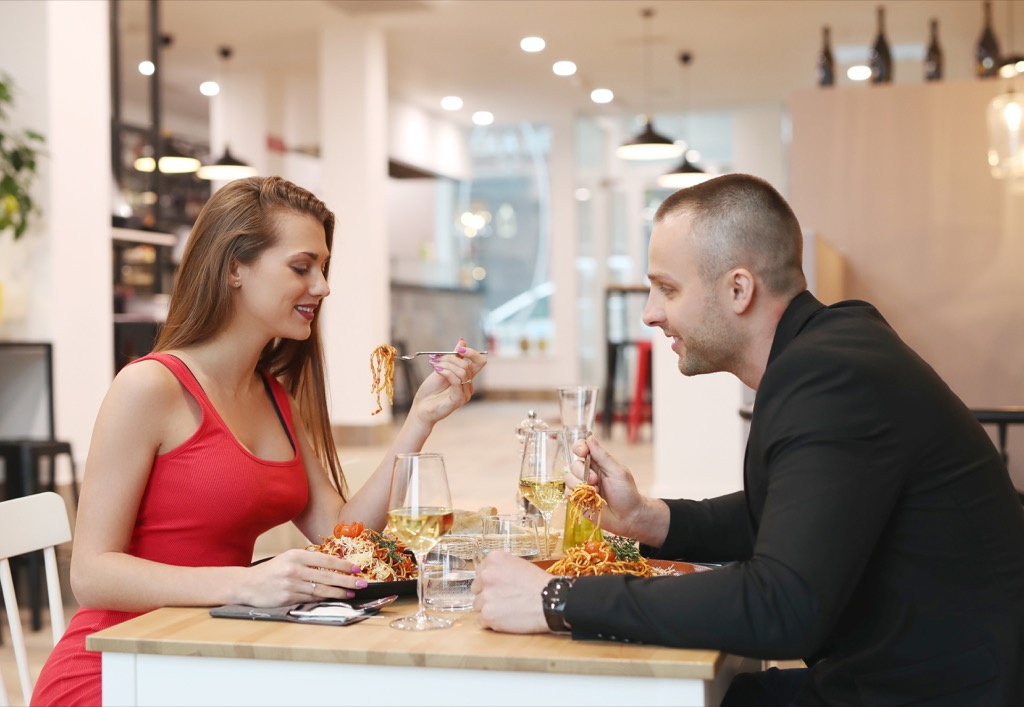 man and woman eating on a date, weight loss motivation