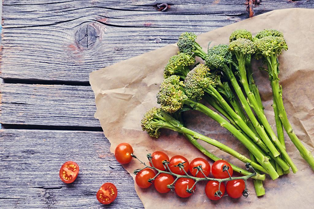 tomatoes, broccoli, food combos