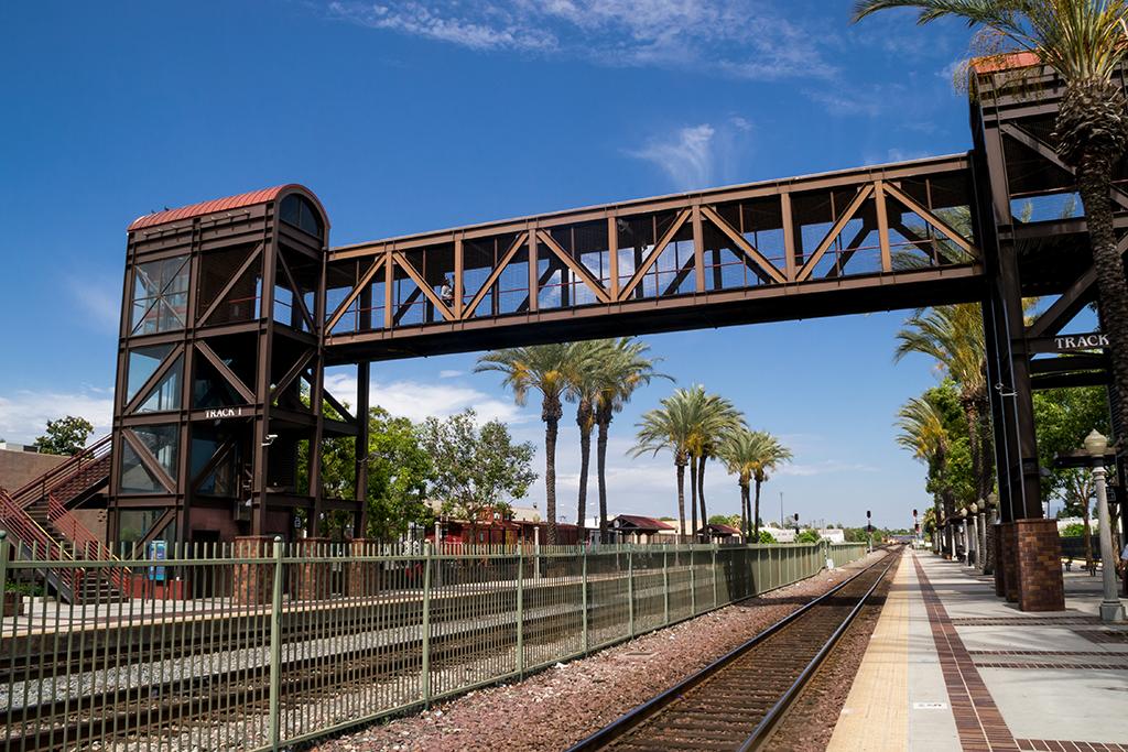 Fullerton, CA, train station, worst singles scenes, longest commutes, commute