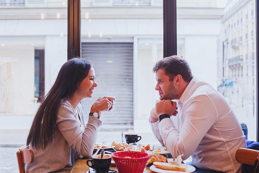 couple at restaurant, still single, argument