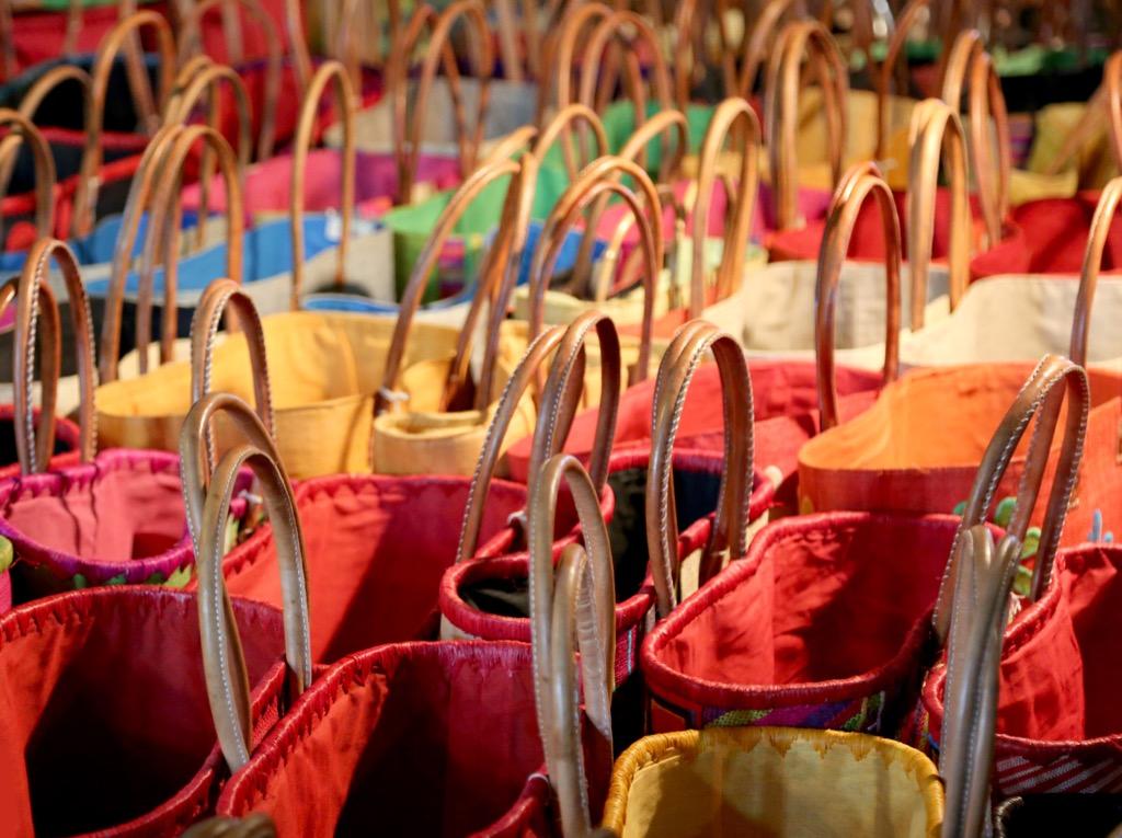 DON'T Carry a big bag Royal Wedding Etiquette