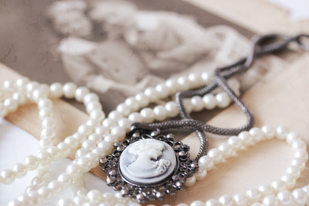 Jewelry, secondhand, secondhand jewelry