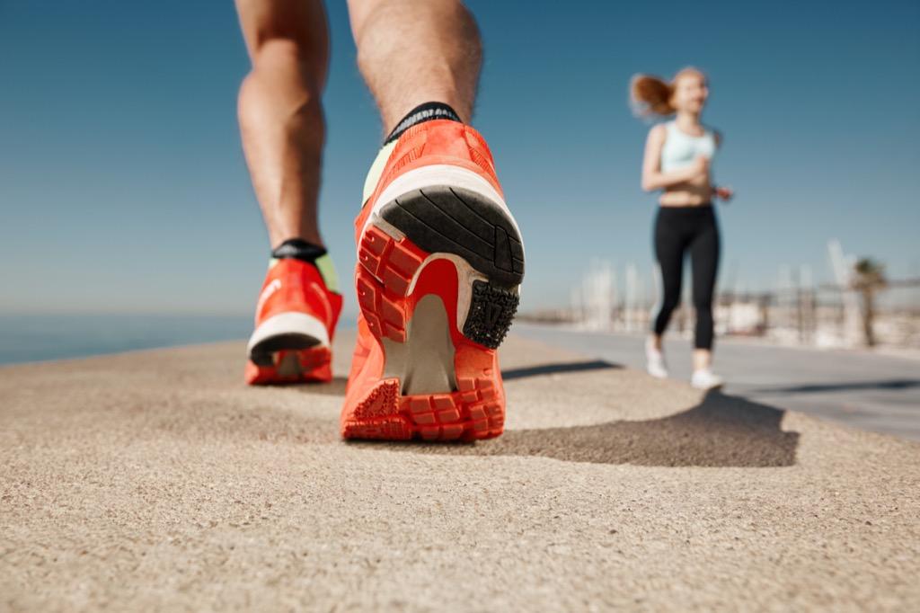 feel heel running tying shoes