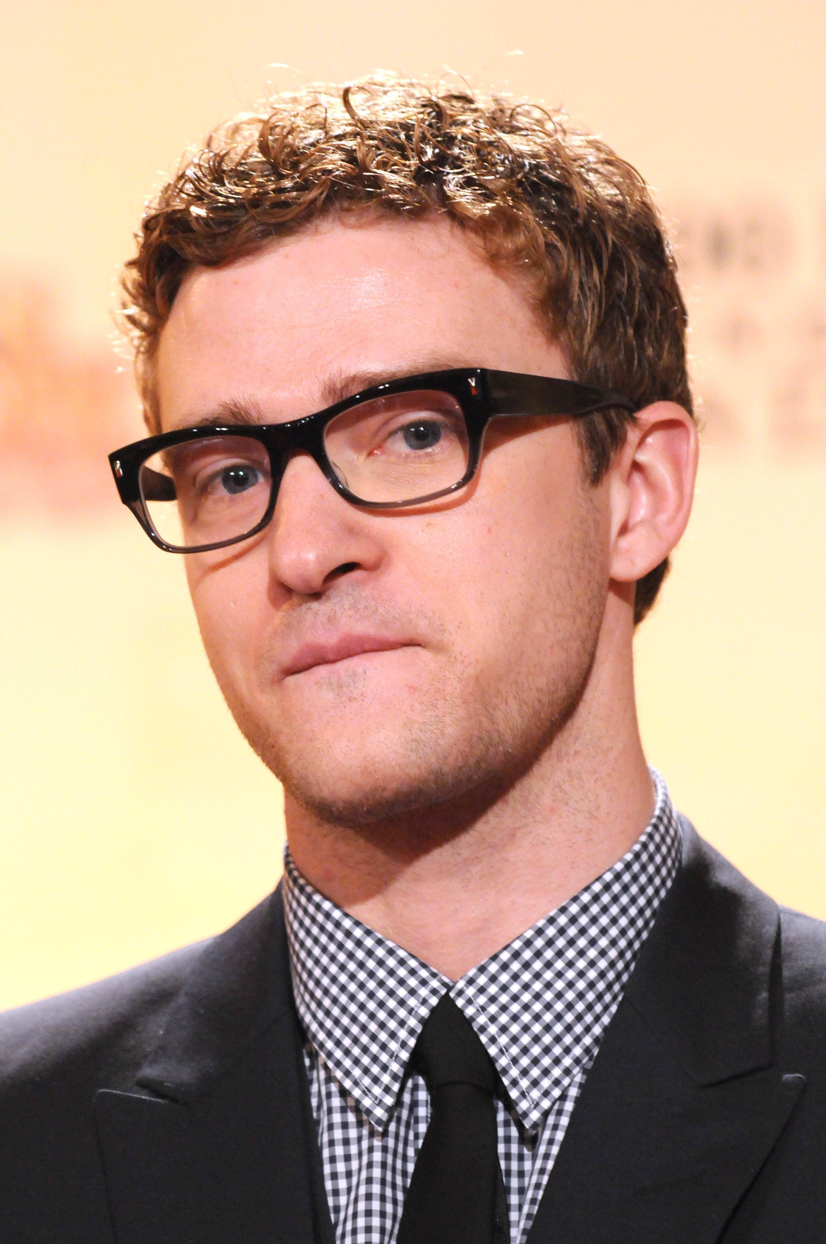 Justin Timberlake rocks curly hair