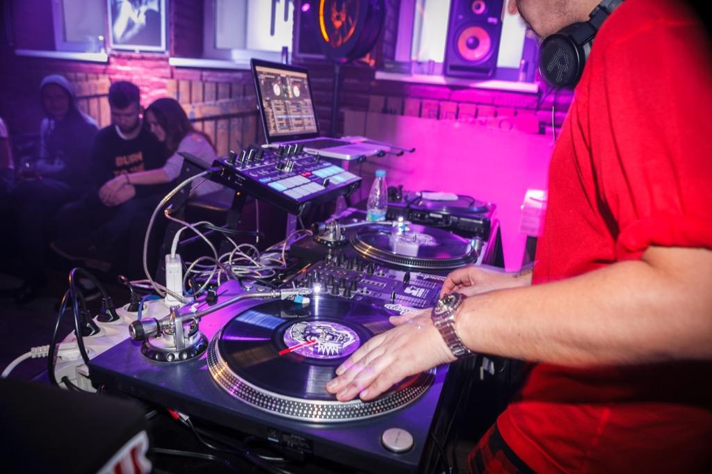 loud dj first date bar