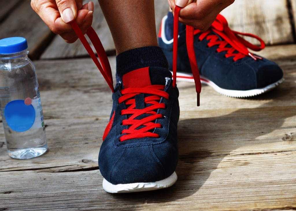 tying shoes lace up