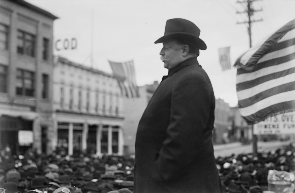 william howard taft giving a speech to a medium sized crowd
