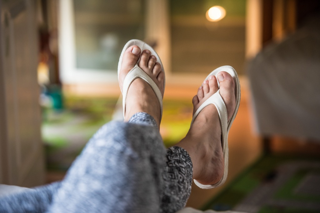 dress code woman flip flops