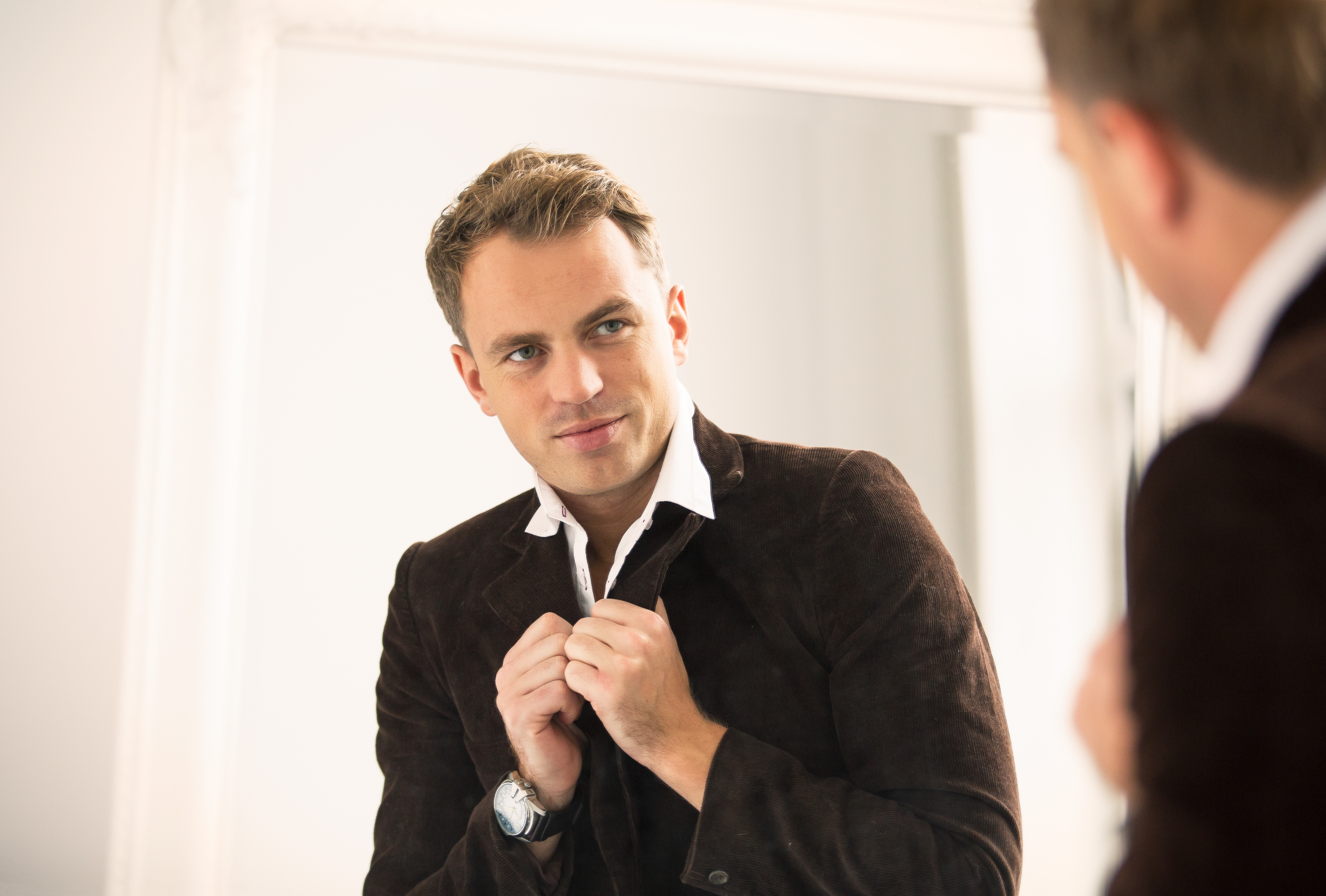 man looking in mirror, what he wants you to say