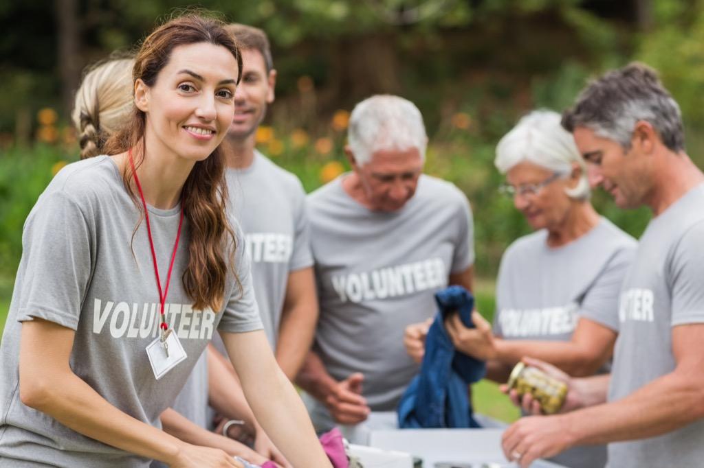 volunteer work feel younger 40