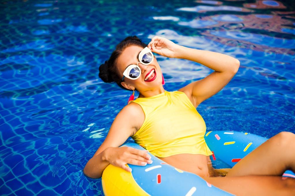 woman in pool, things millennial say