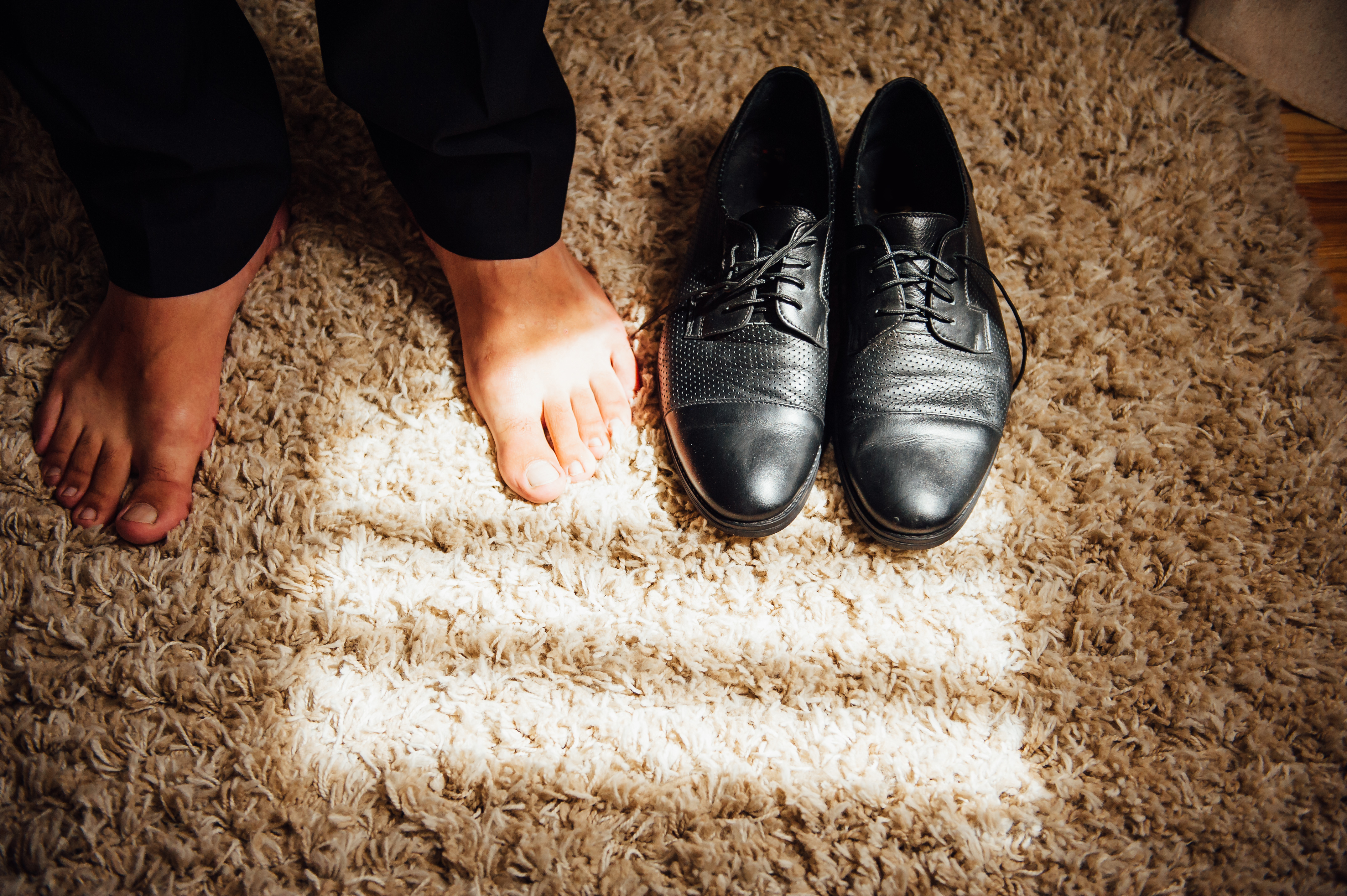 take off your shoes, cultural mistakes
