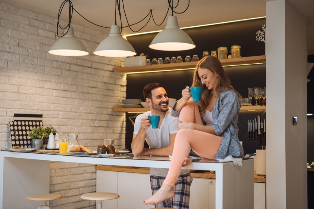 couple in kitchen, friendship, 20 phrases to say stressed out