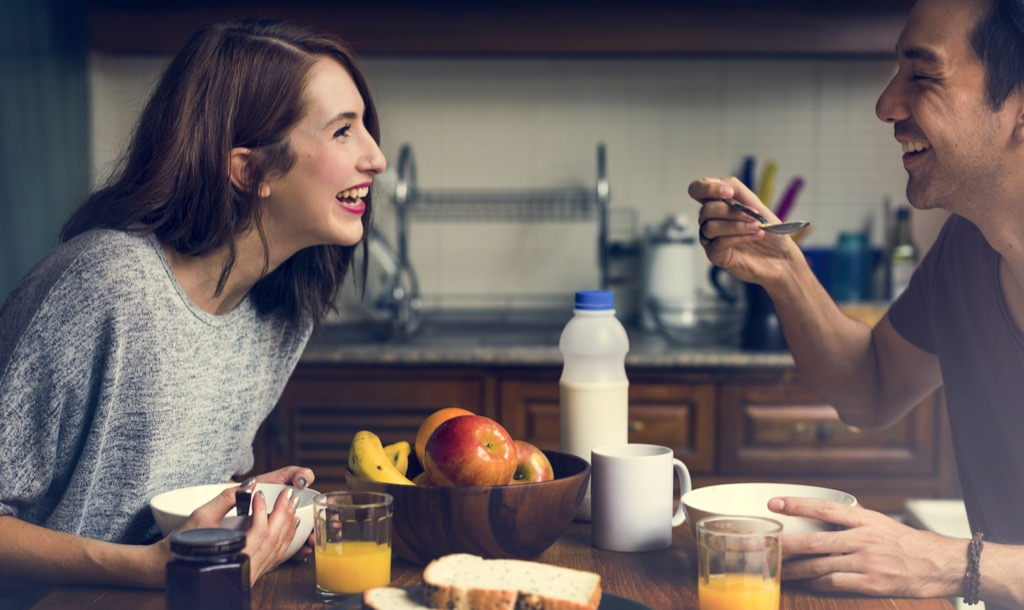 couple talking over breakfast, 20 phrases to say