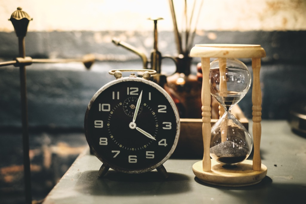 clock sits on table with timer, running late is poor ettiquette