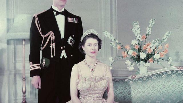 Elizabeth's tiara broke the day of her wedding