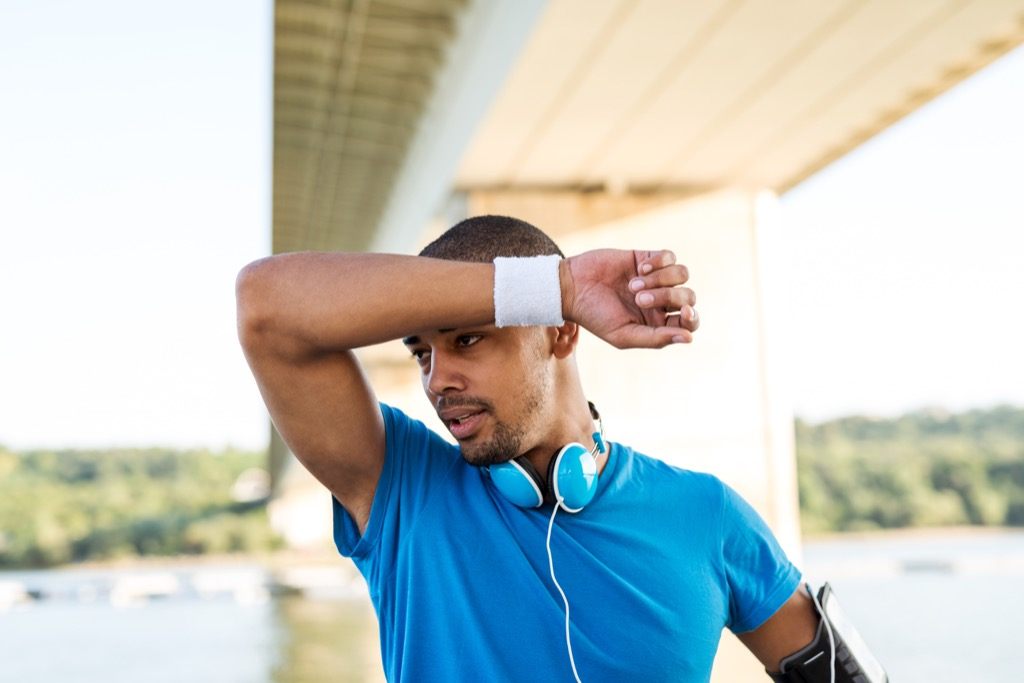 man working out unexpected signs your heart is unhealthy