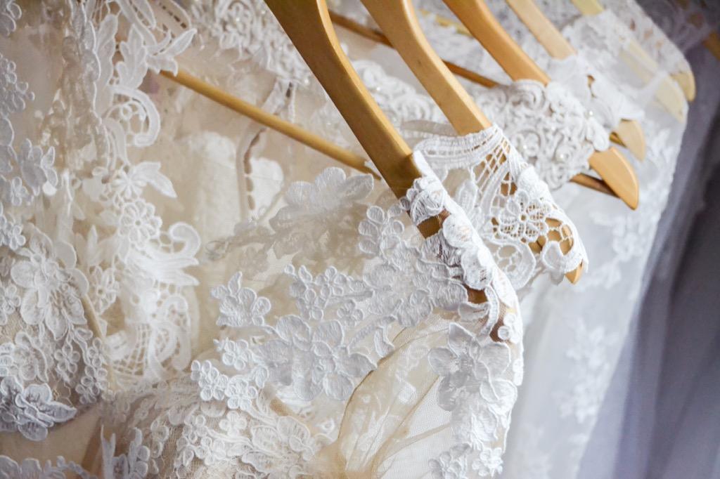 lianas wedding dress designers threw off the press with fake fabric