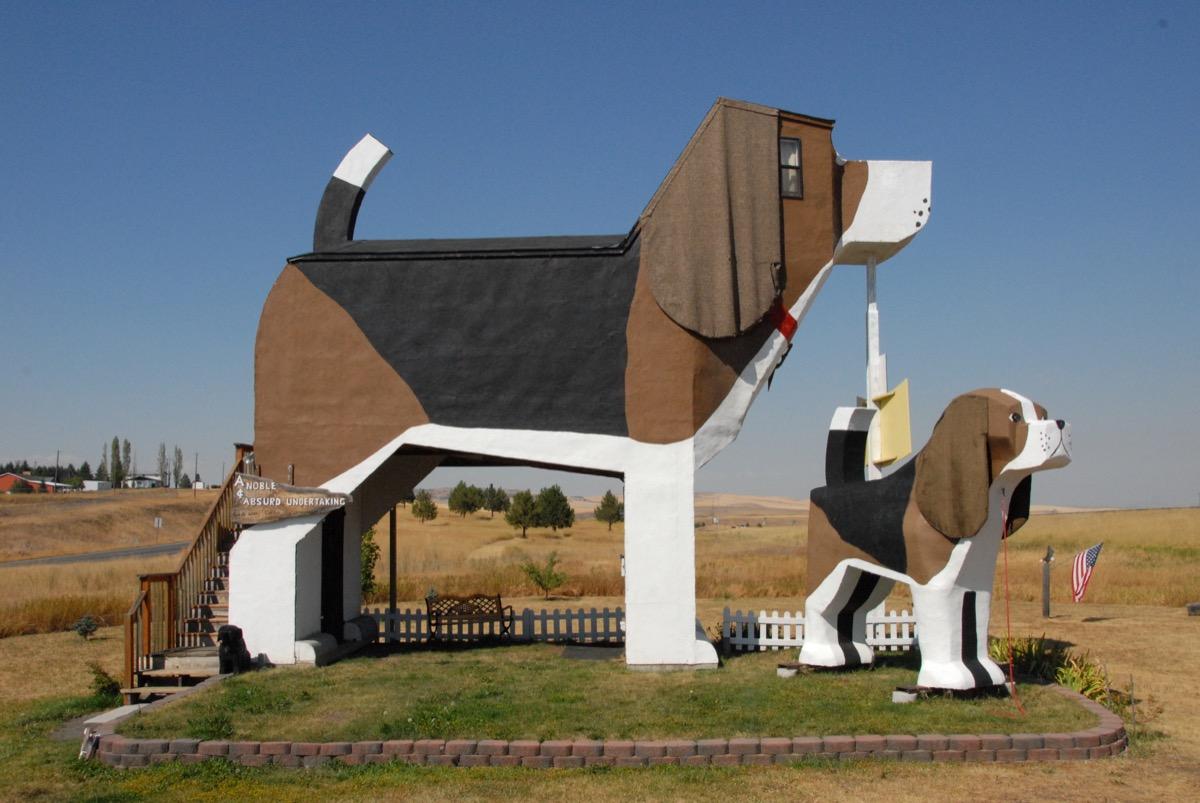 dog park statue beagle