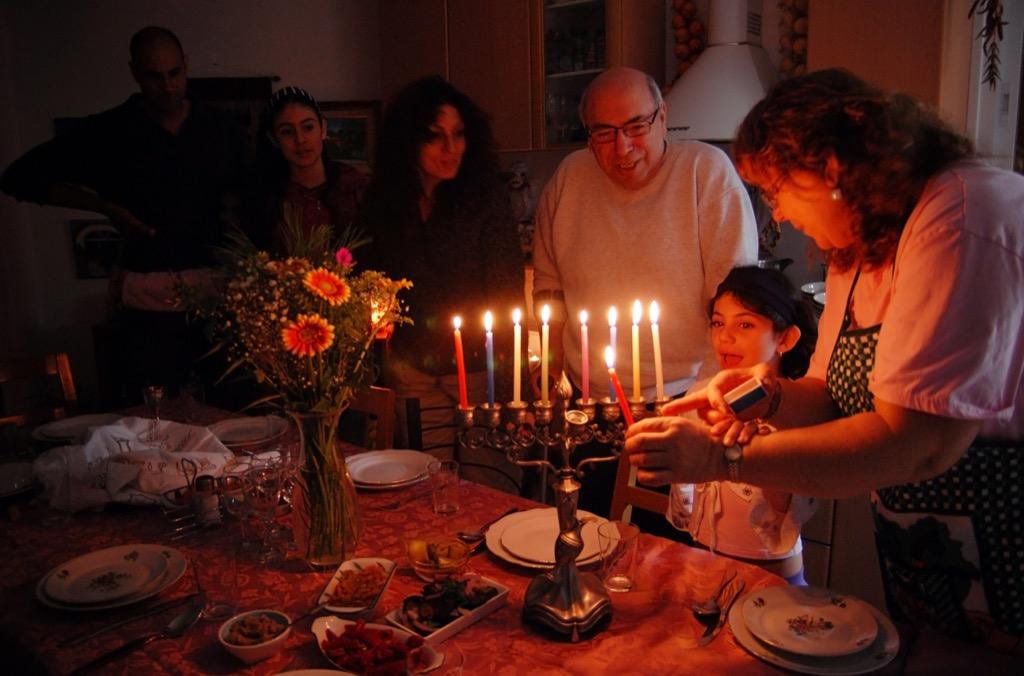 jewish family hanukkah