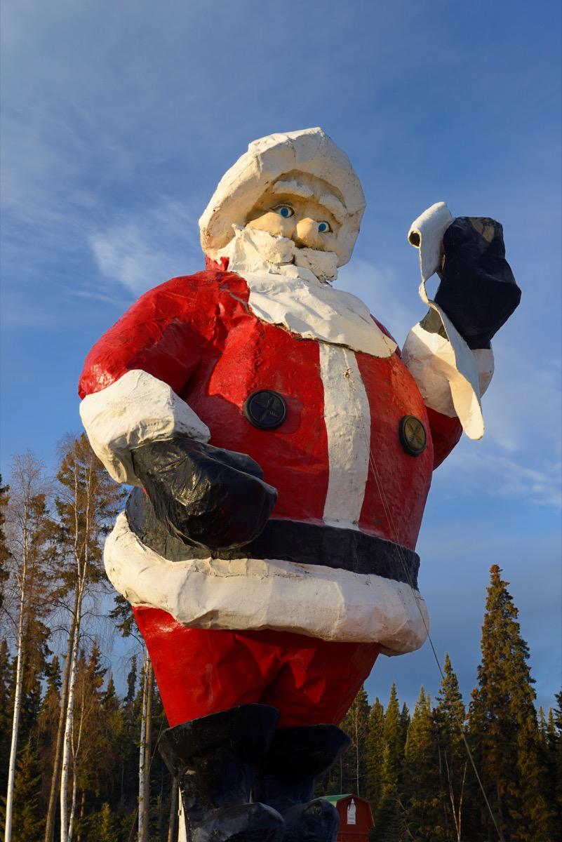 santa clause statue alaska north pole