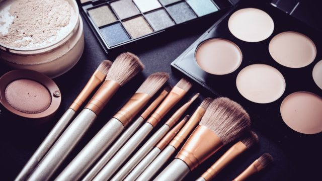 makeup brushes things you shouldn't store in your basement