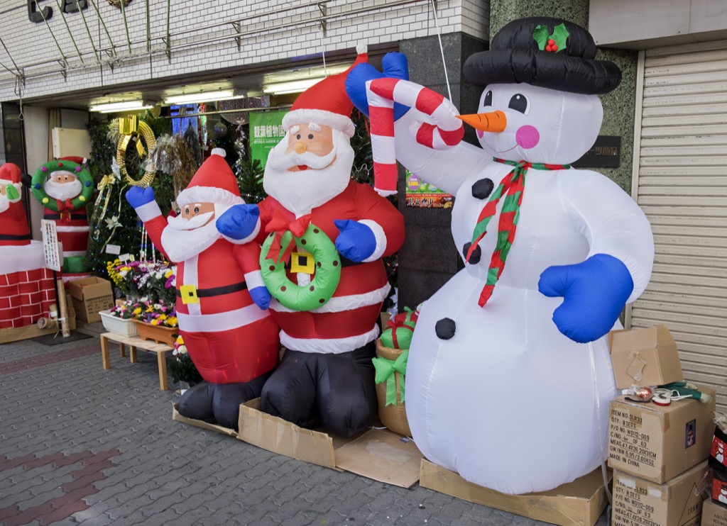 inflatable decorations are bad xmas tradition