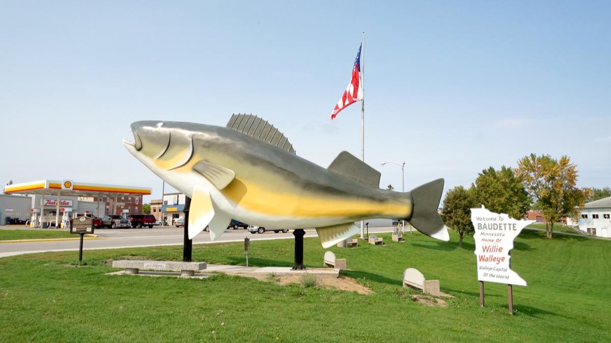 walleye statue baudette