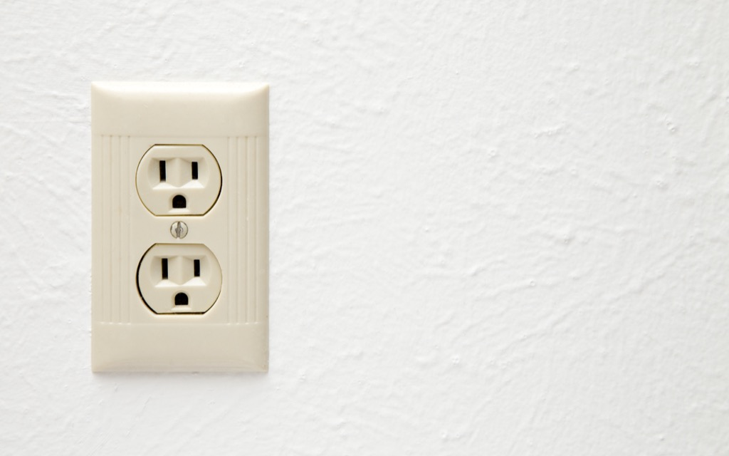 Three prong outlet home problems