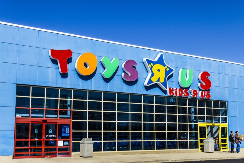 Toys R Us exterior 2018 pop culture