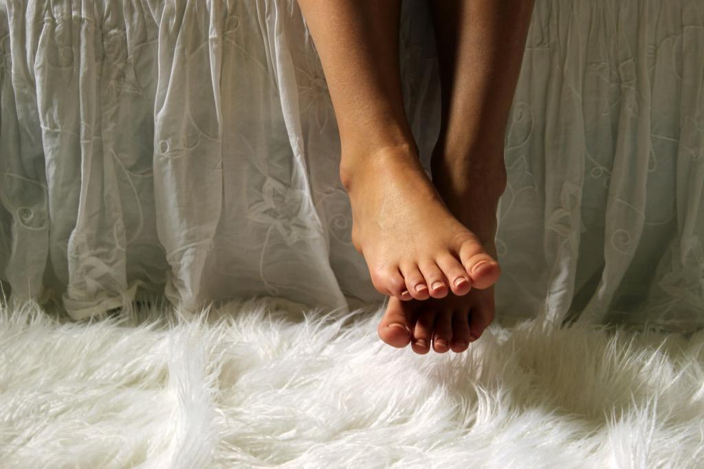bed skirt feet