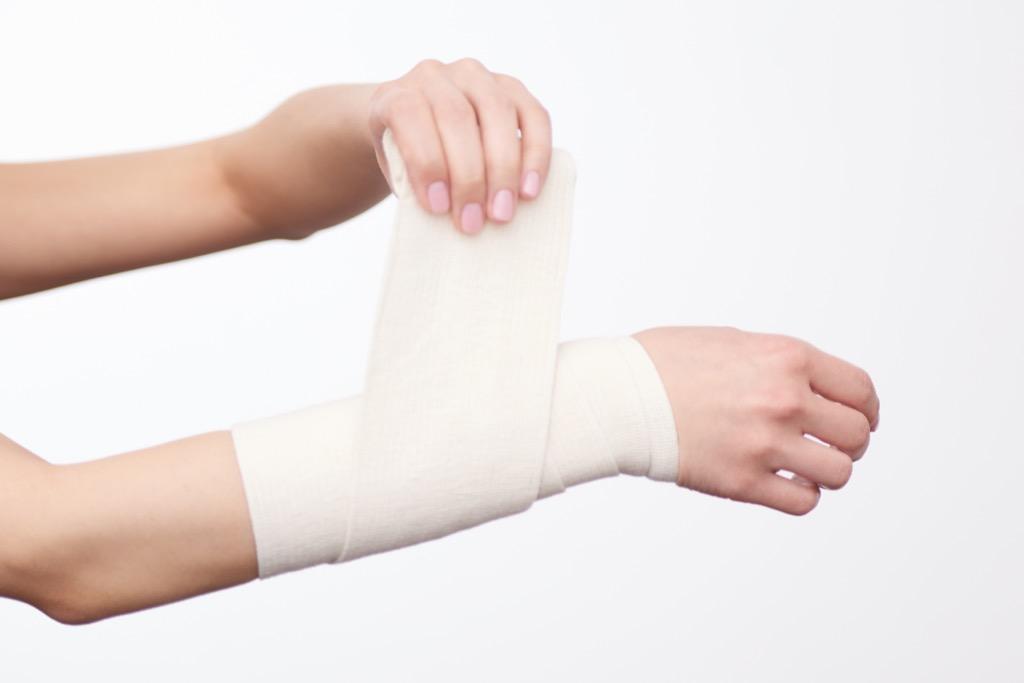 Bandaging wound