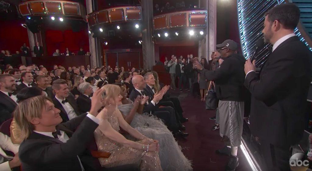 Jimmy Kimmel Brings Tourists to Oscars Jokes