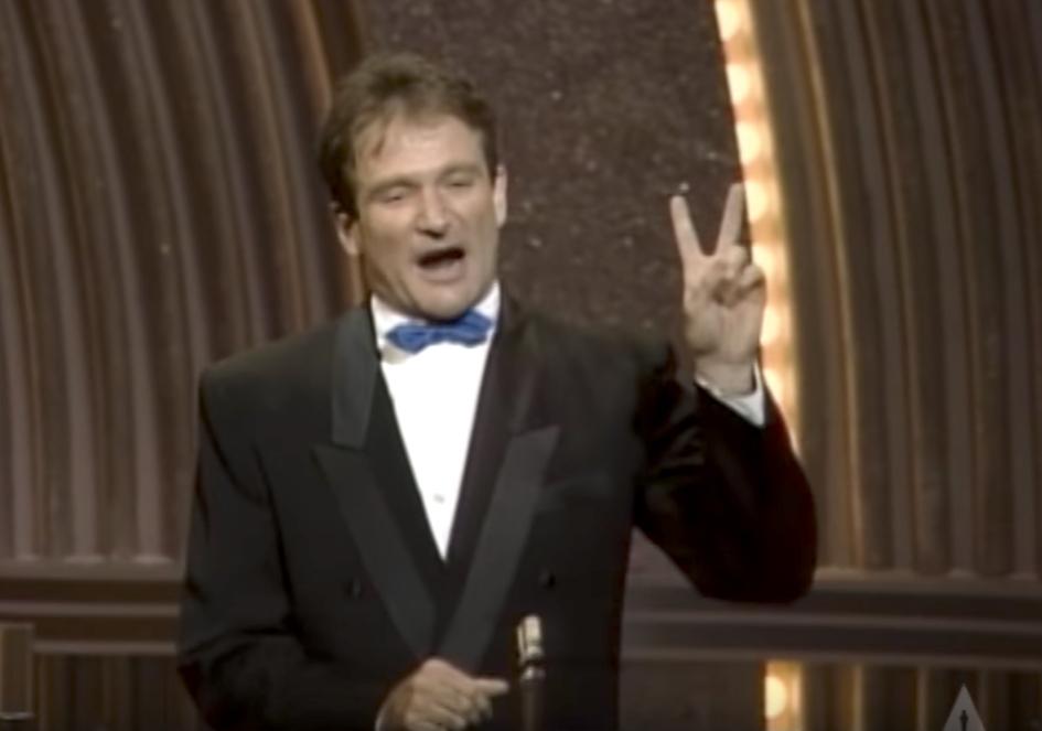 Robin Williams Pretends to be Filipino Oscars Jokes