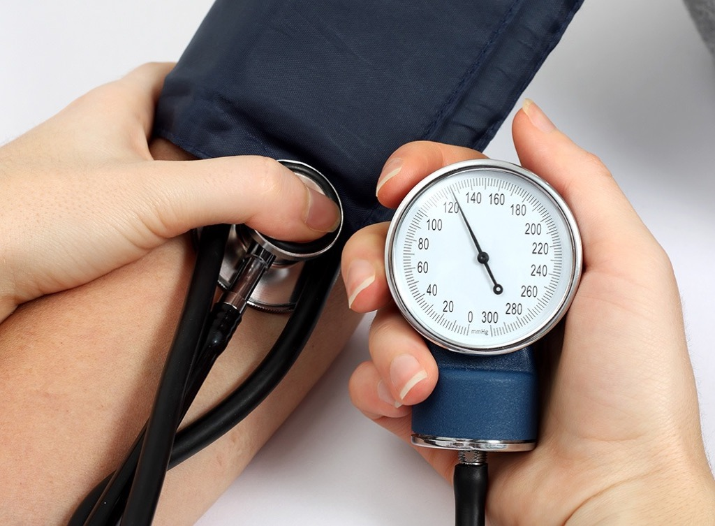 blood pressure test Lower Blood Pressure men's health concerns over 40