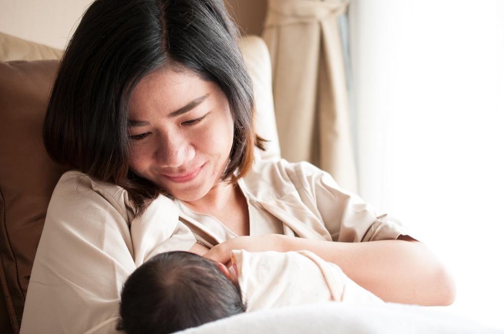 mom breastfeeding baby, bad parenting advice