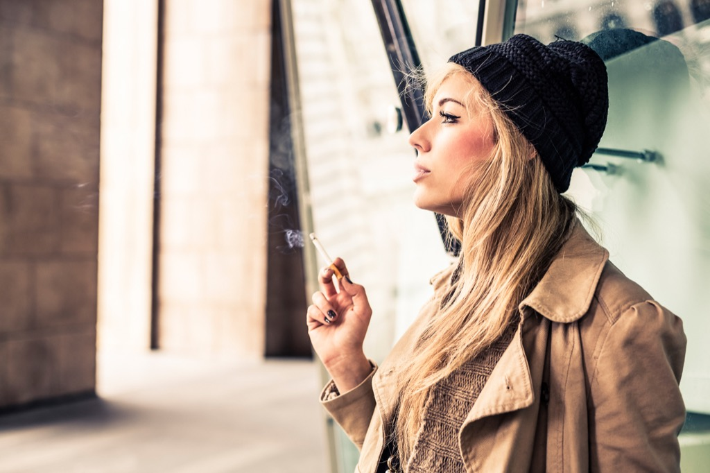 woman smoking - historical facts