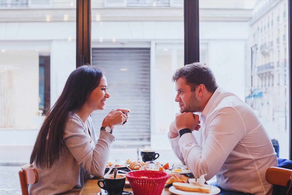 couple eating Bad Dating Marriage Tips
