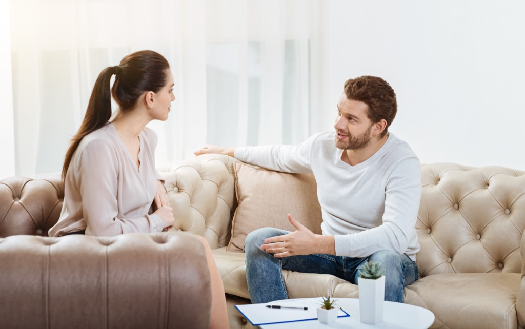 Couple chatting talking, signs your husband is cheating