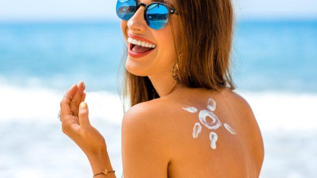 woman wearing sunscreen