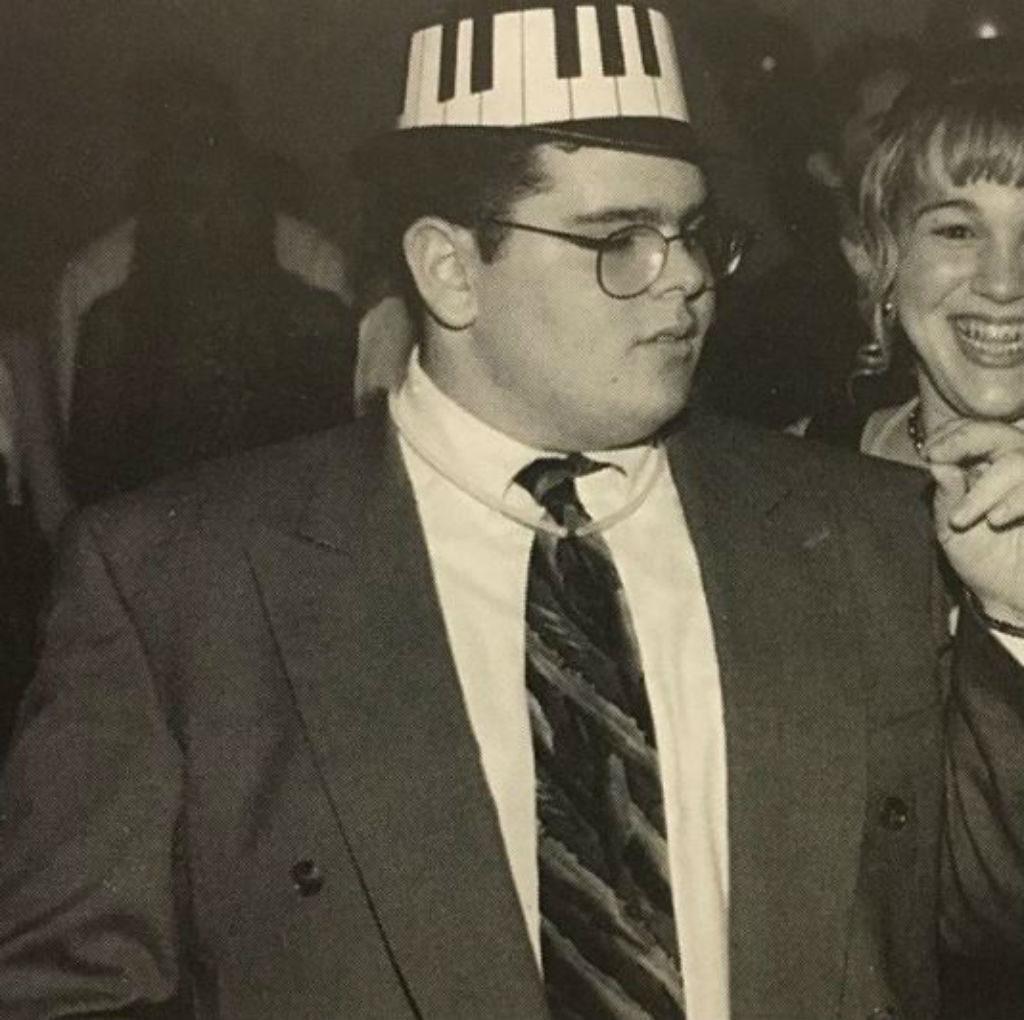 Josh Gad in a fabulous hat