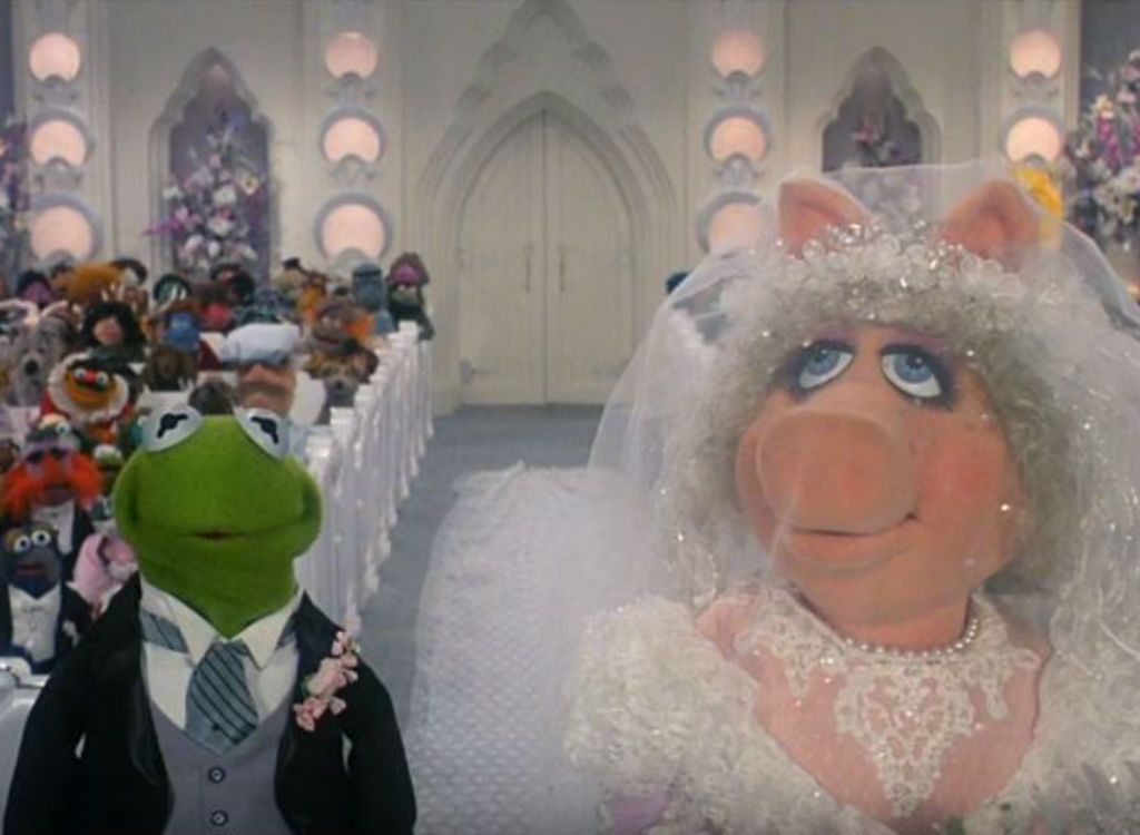 Kermit and Miss Piggy get married