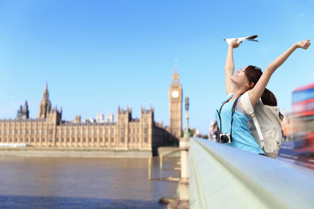 woman traveling alone in london